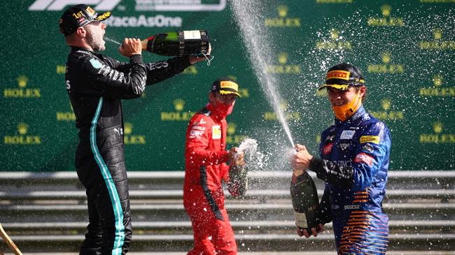 Bottas ganó en Austria y Hamilton quedó fuera del podio por una sanción
