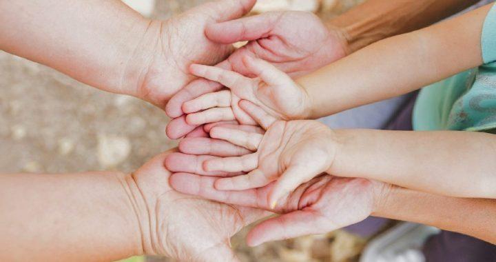 Se convoca a familias para adoptar dos hermanas de 13 años y 9 años