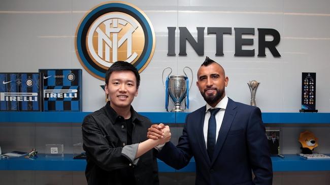 Barcelona e Inter oficializaron el pase del volante chileno Arturo Vidal