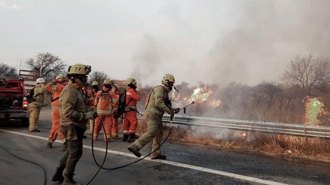 Córdoba: bomberos combaten cuatro focos activos de incendios forestales en las sierras