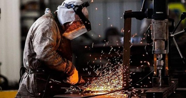 La industria bajó más del 5% en agosto y se mantiene 11% debajo de los niveles prepandémicos
