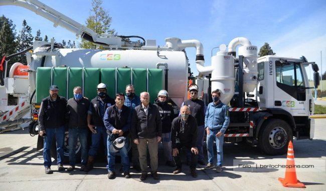 La CEB y la Municipalidad presentaron un camión desobstructor para la red cloacal