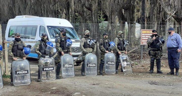 Tras cinco días de tensión, desalojaron a los ocupantes de El Foyel y hubo 4 detenidos