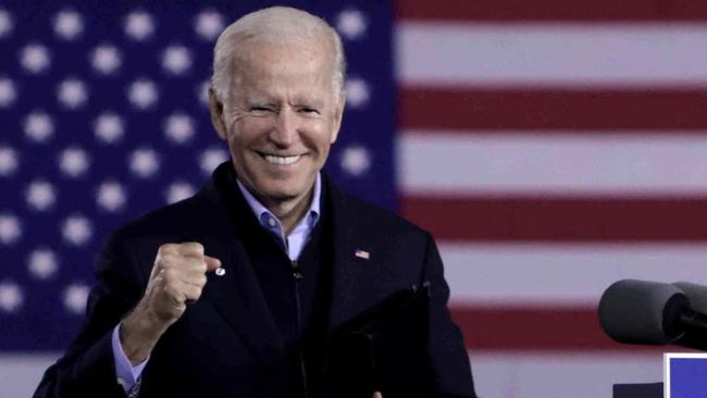 Joe Biden anuló decisión de Trump y devolvió protección de salud a gays y personas trans