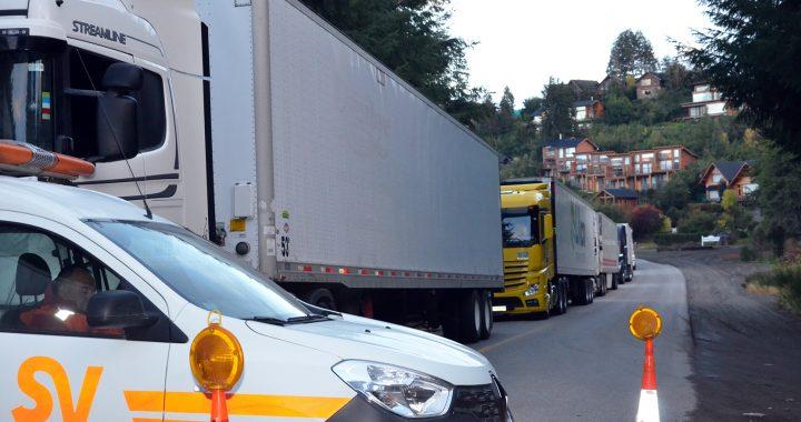 Reclaman al gobierno de Chile por los camiones retenidos en Villa la Angostura