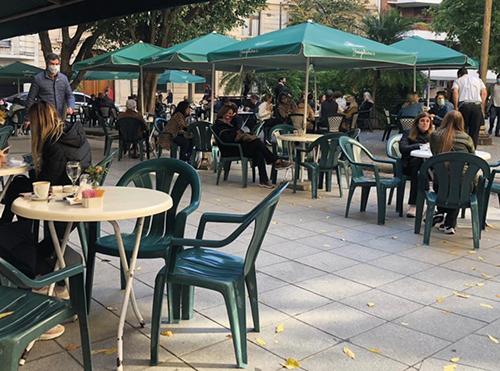 CABA incrementó un 54% la oferta de mesas en veredas para ayudar al sector gastronómico