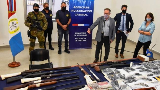 Un policía de Criminalística y un sodero lideraban una banda que vendía armas en el mercado negro