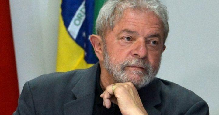 Lula vencería ampliamente a Bolsonaro en 2022, según una encuesta de Datafolha