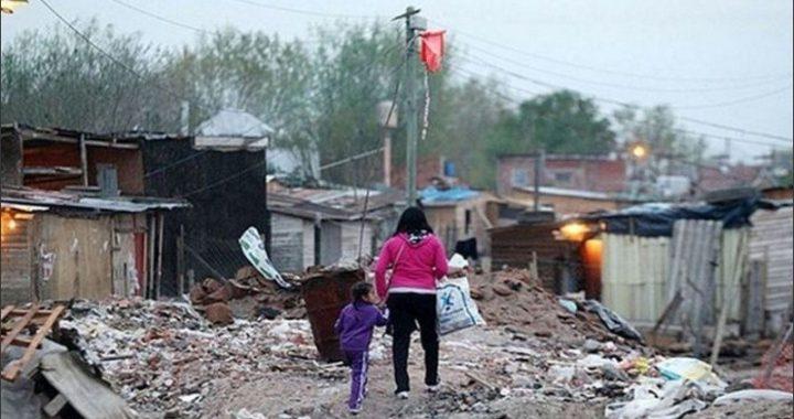 UCA: la pobreza por ingresos subió por tercer año consecutivo siendo del 44,7% en 2020