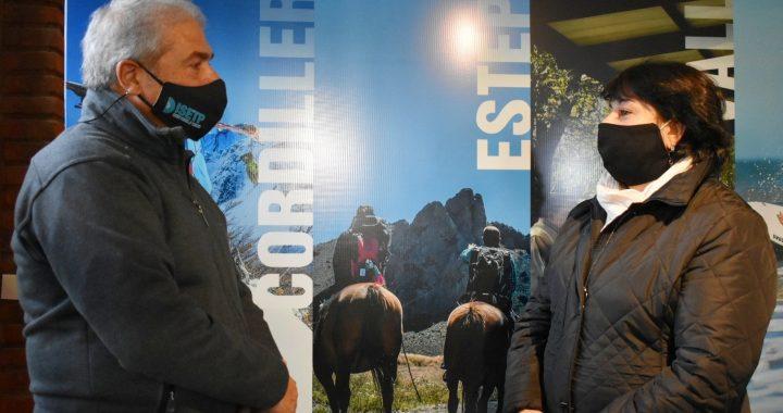 Estudiantes se capacitan y brindan información turística en Bariloche