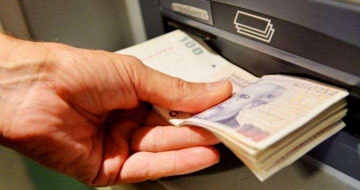 Temor en bancos por la crisis en el Gobierno: monitorean la compra de dólares y retiro de depósitos