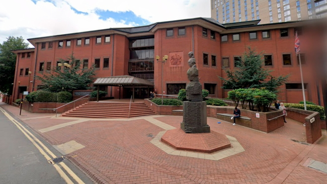 Reino Unido: Una mujer nacida tras una violación hace 40 años logró una condena para su padre biológico