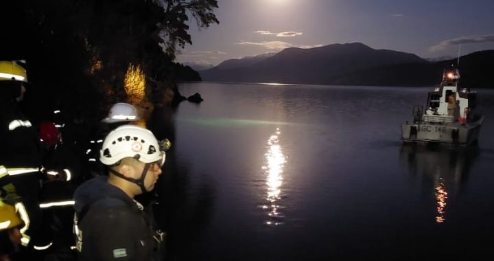 Murió una adolescente tras caer con un auto al lago Lacar