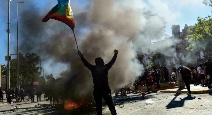 Chile: dos muertos y 450 detenidos dejan los disturbios a dos años del estallido social