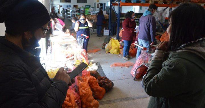 Productos agroecológicos del Idevi pasaron por la Línea Sur y llegaron hasta Bariloche