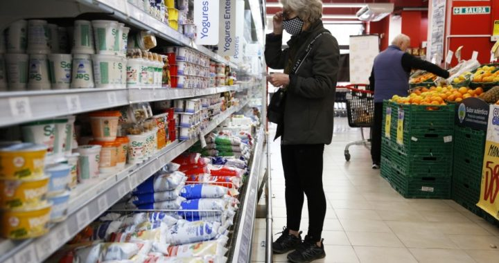 Retrotraen los precios de 1.432 productos al 1 de octubre y los congela hasta enero